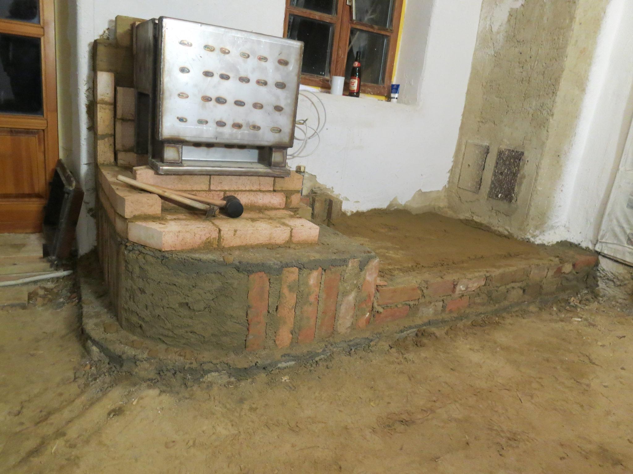 Lehm Heizofen Niedersulz im Bau