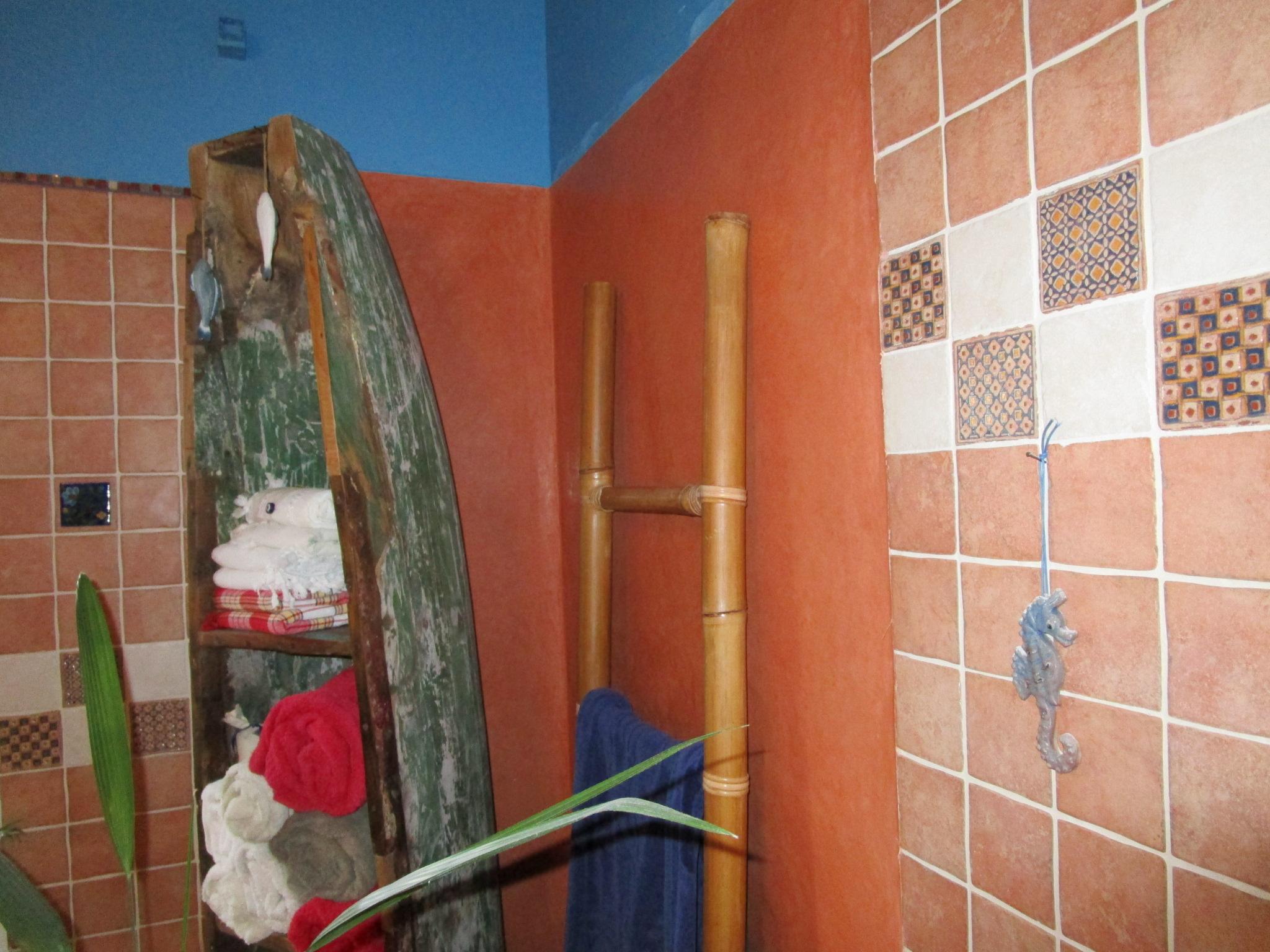 Tadelakt im Bad mit Ethno-Fliesen